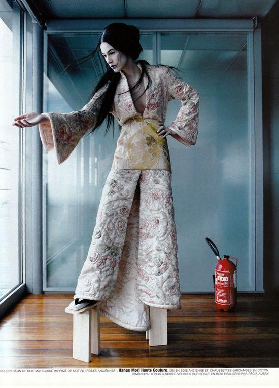 Couture-de-monde-by-ruven-afanador-vogue-paris-5-735x1024